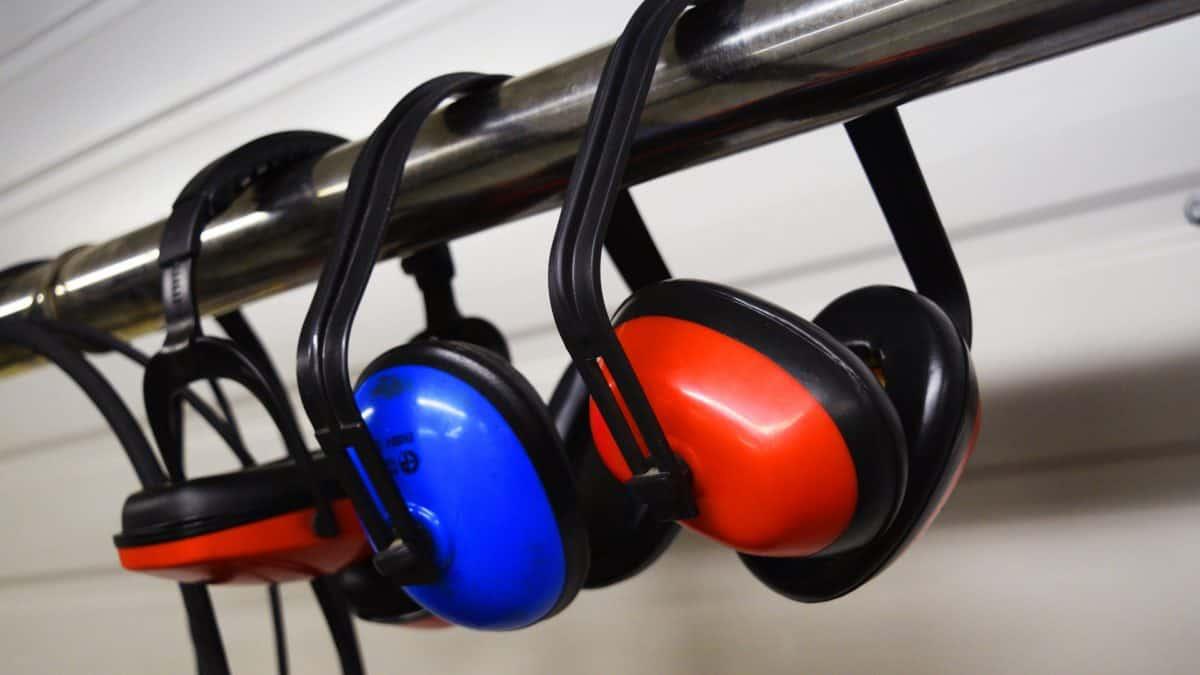 Jak dbać o słuch pracowników?