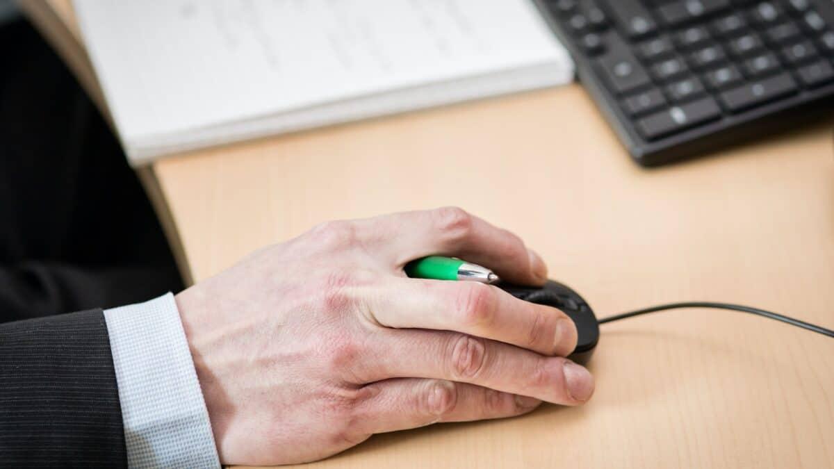 Zespół cieśni nadgarstka – choroba biurowa