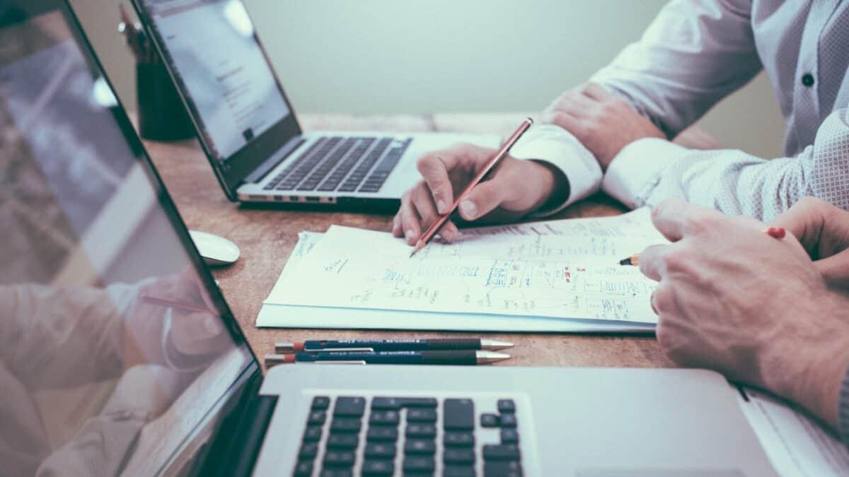 NFZ ogranicza i zawiesza planowane świadczenia – co może zrobić pracodawca?